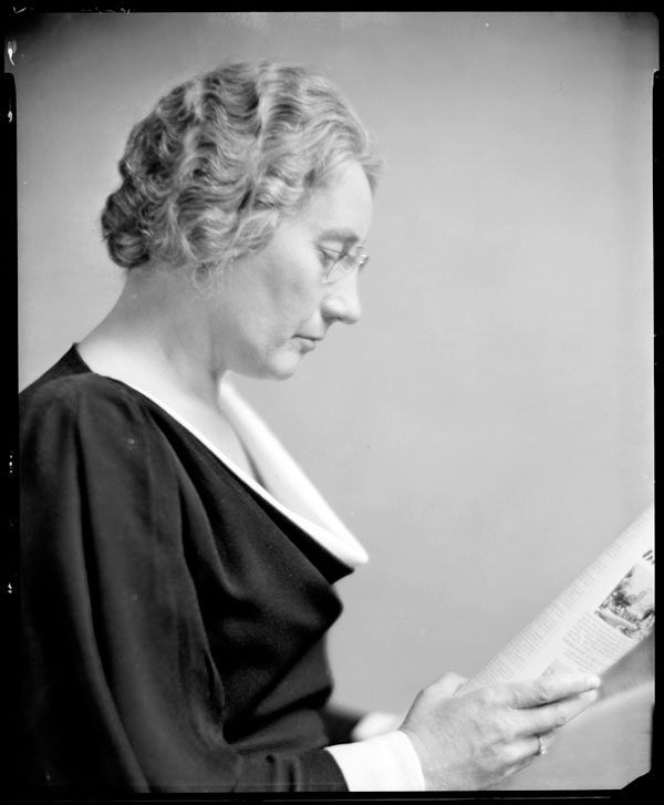 Agnes Macphail. Photo: Yousuf Karsh, Yousuf Karsh fonds, Library and Archives Canada, Accession 1987-054, e010679117 to e010679129