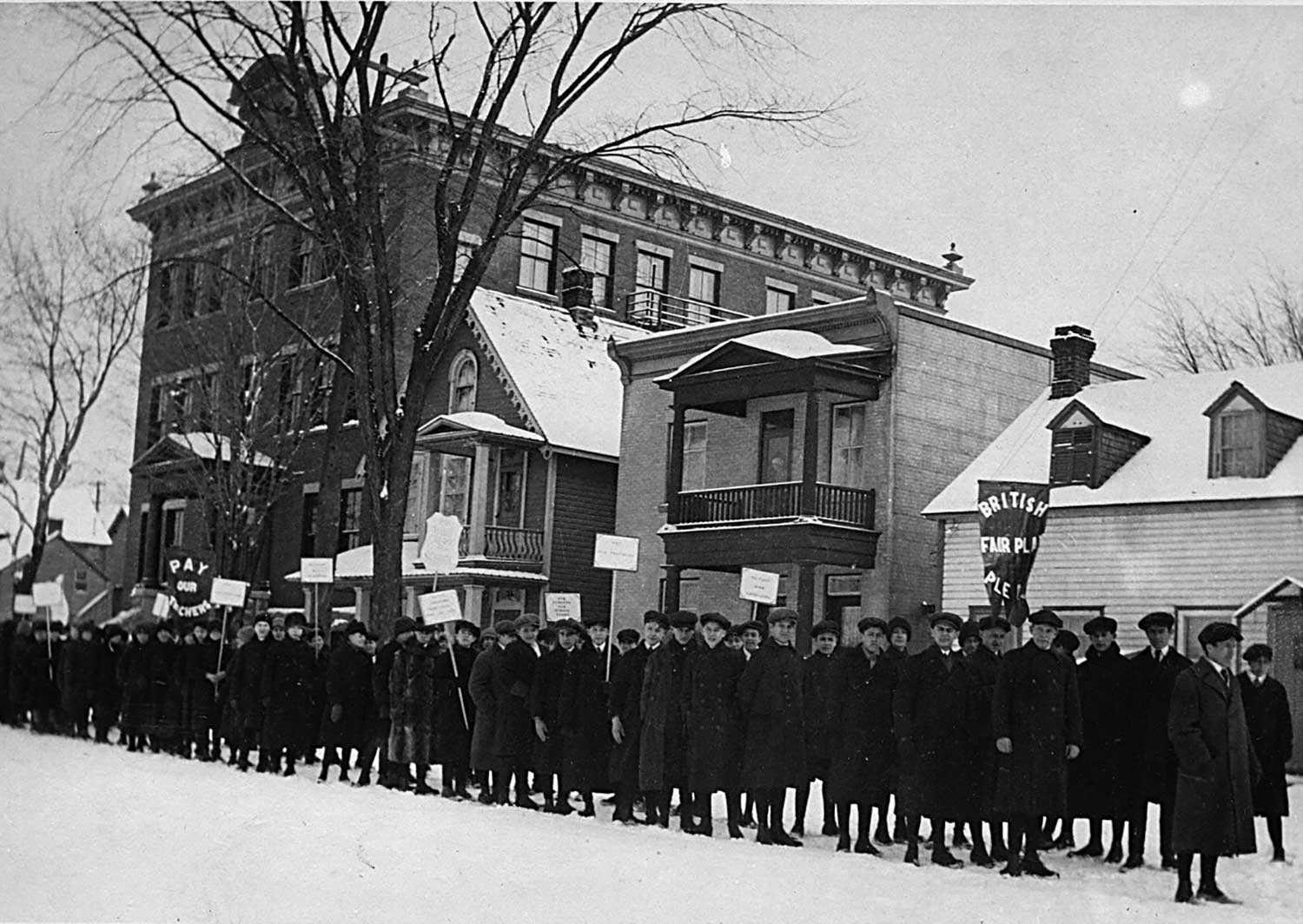 Students demonstrating against Regulation 17 outside Brébeuf School on Anglesea Square in Ottawa's Lowertown, in late January or early February, 1916 / [Le Droit, Ottawa]. University of Ottawa, Association canadienne-française de l'Ontario archive (C2), Ph2-142a.