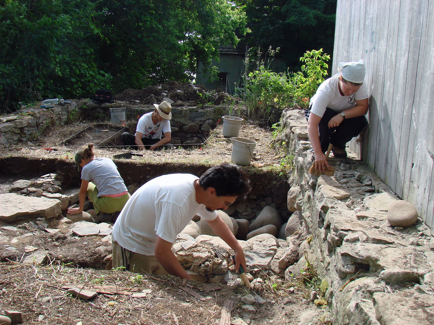 2007 excavations uncovered Macdonell's icehouse and smokehouse