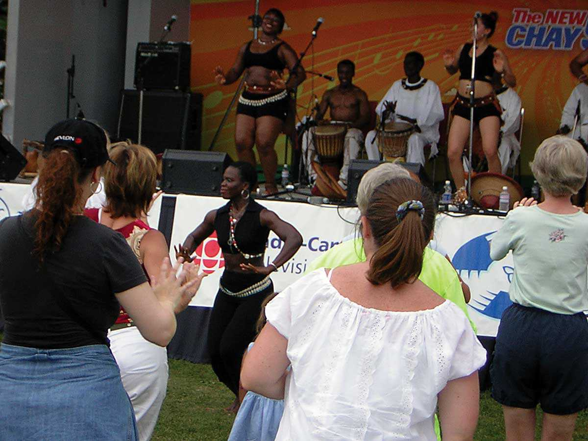 African dance troupe at a south-central Franco-Ontarian festival (Photo: Emanuel da Silva)
