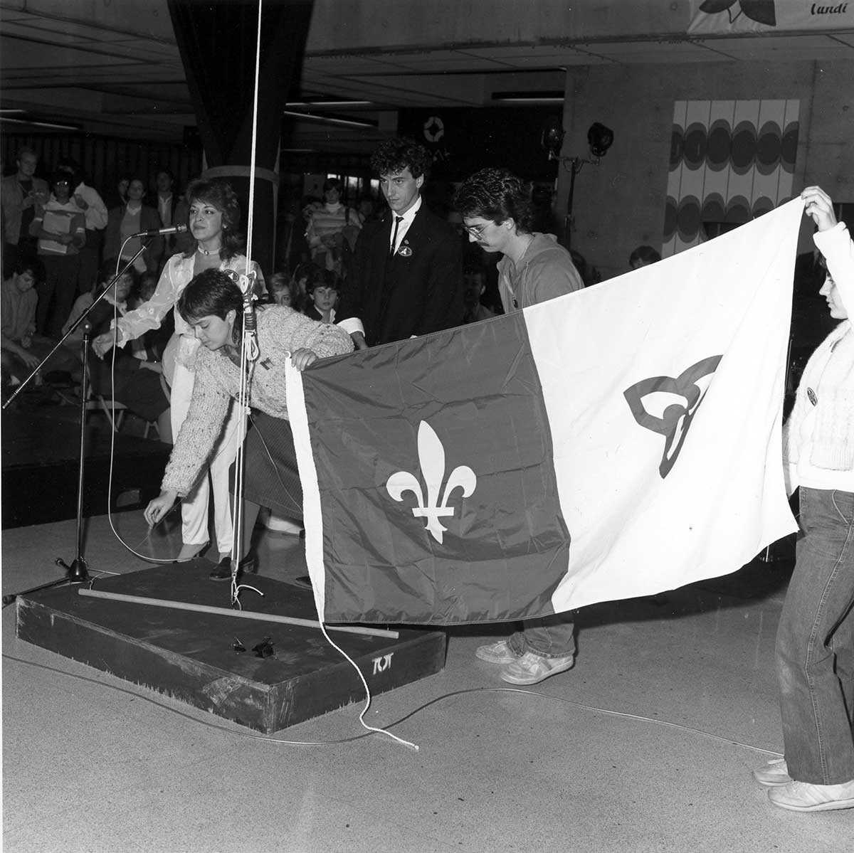 Raising the Franco-Ontarian flag for the first time at the University of Ottawa, 1974. (Archives of the University of Ottawa, AUO-PHO-NB-6-1983-6).