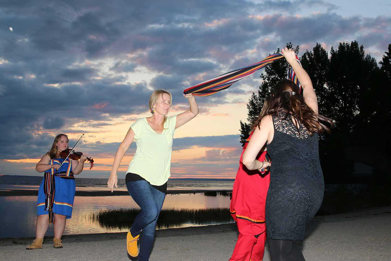 Métis Nation of Ontario dancers