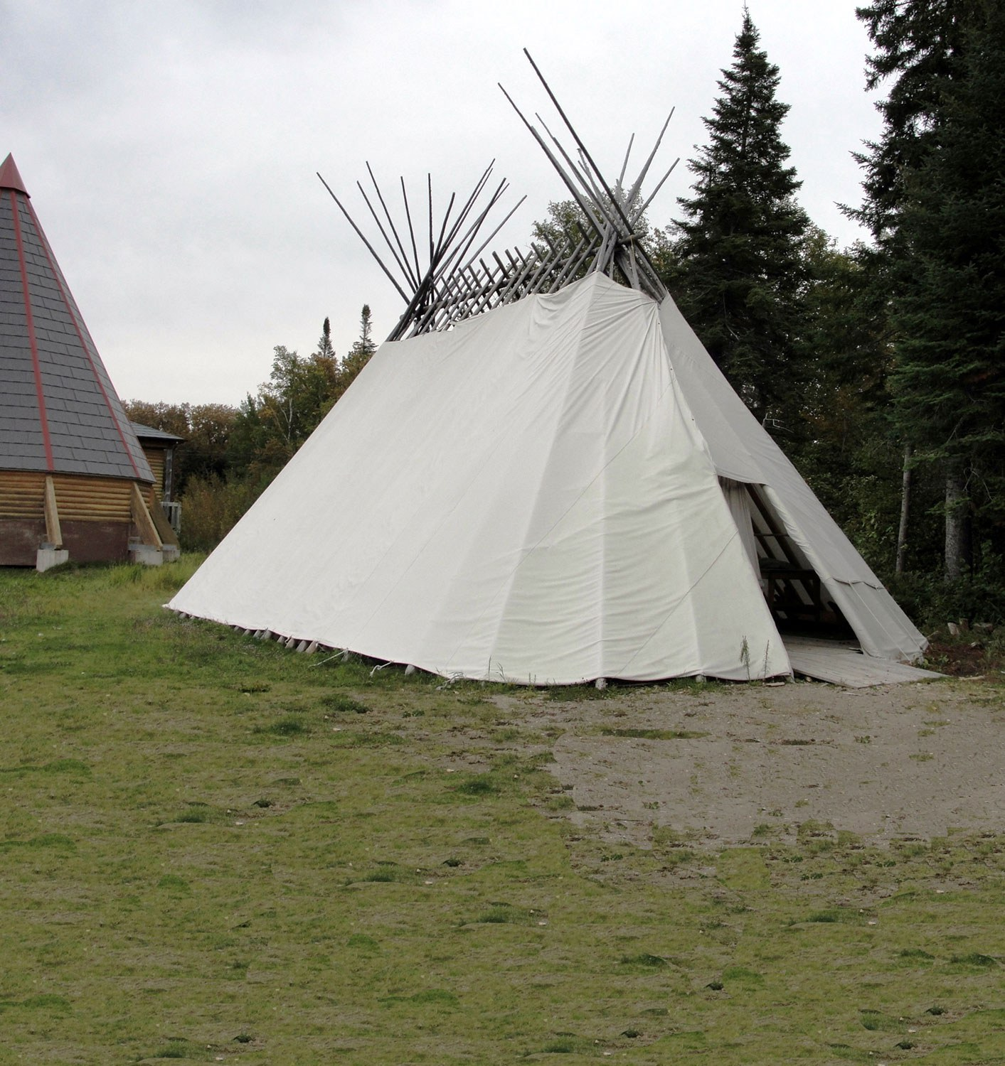 A sabtuan (traditional Cree shelter) in Moose Factory.