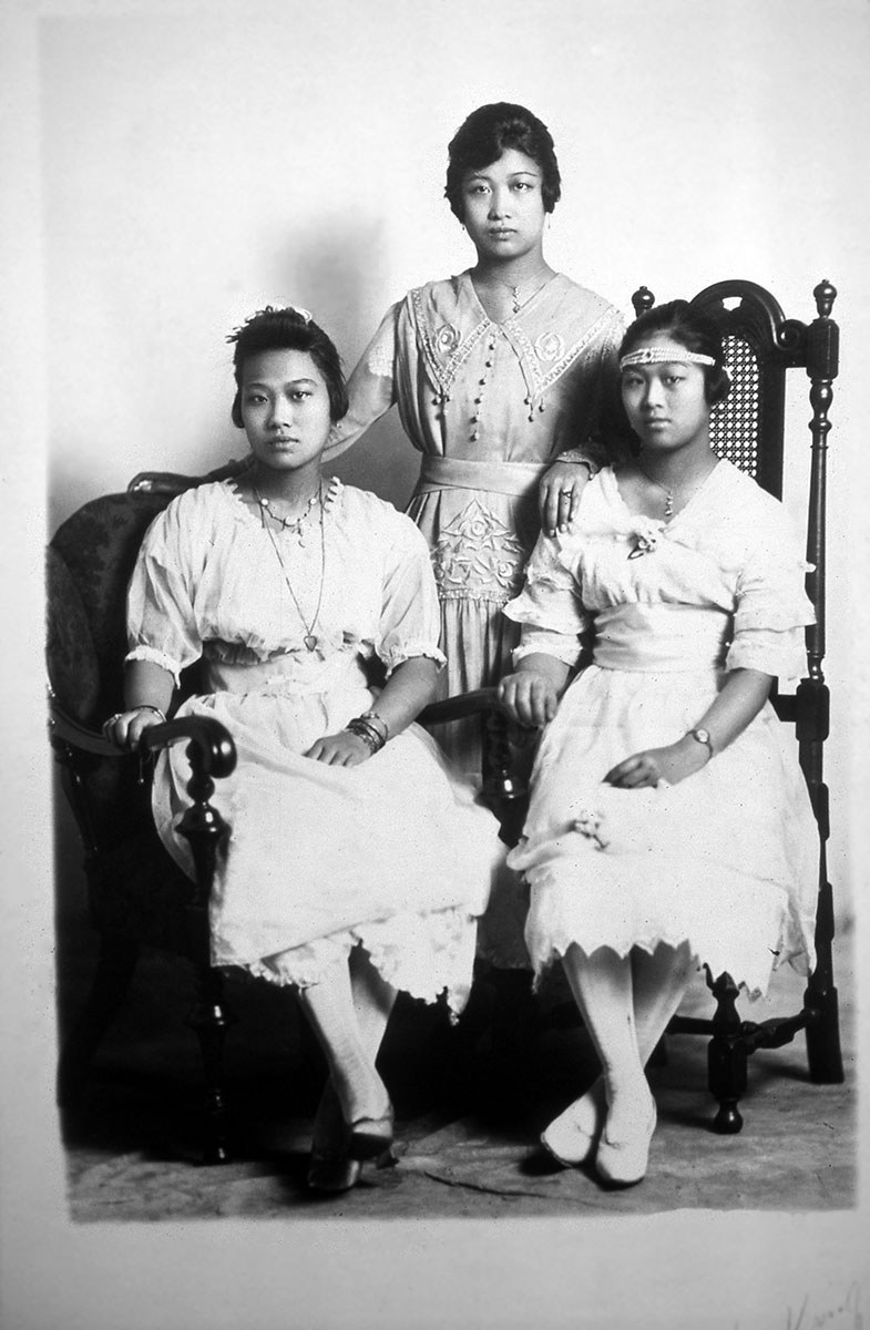 The aunts of my family, c. 1915 (Photo courtesy of Paul Yee)