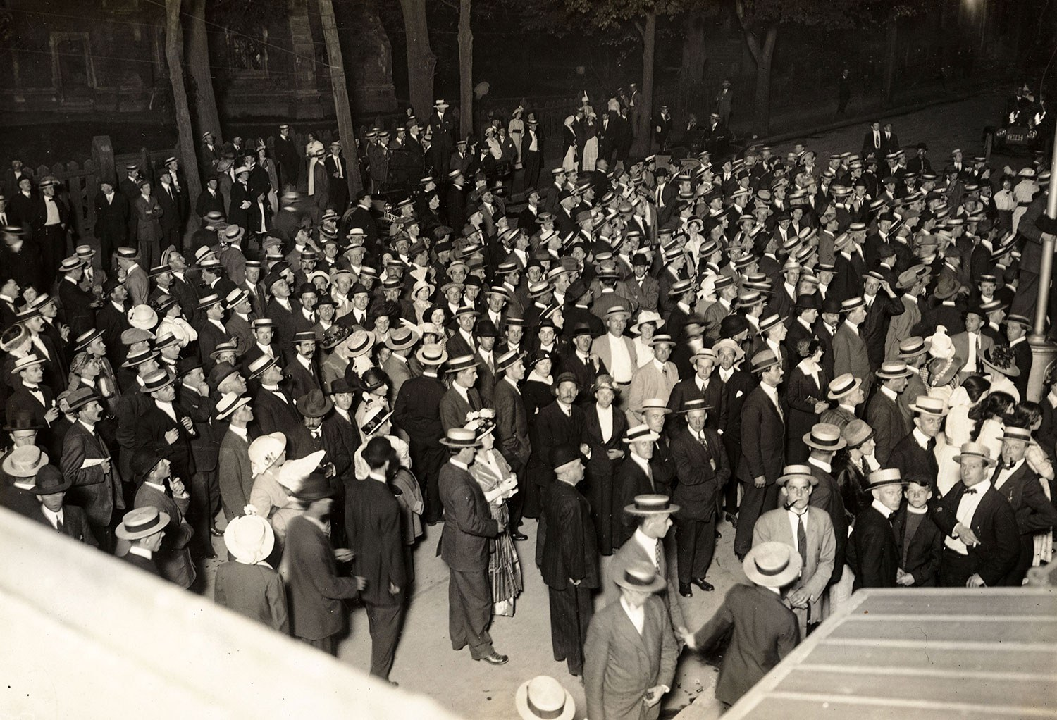 """""""War declared!"""" Scene outside the Toronto Star office at midnight on August 4, 1914. Photo: Queen's University Archives, A.A Chesterfield fonds."""